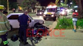 Motociclista resultó herido tras chocar contra un auto