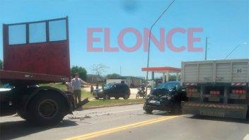 Mala maniobra en uno de los ingresos a Paraná desencadenó en una triple colisión