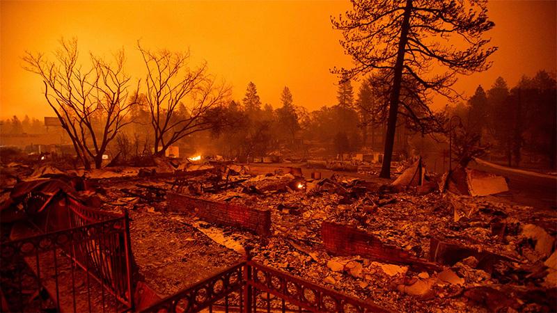 Incendios en California dejan al menos 50 muertos