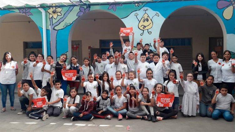 Ayudar hace bien: Las escuelas se siguen sumando a Once por todos