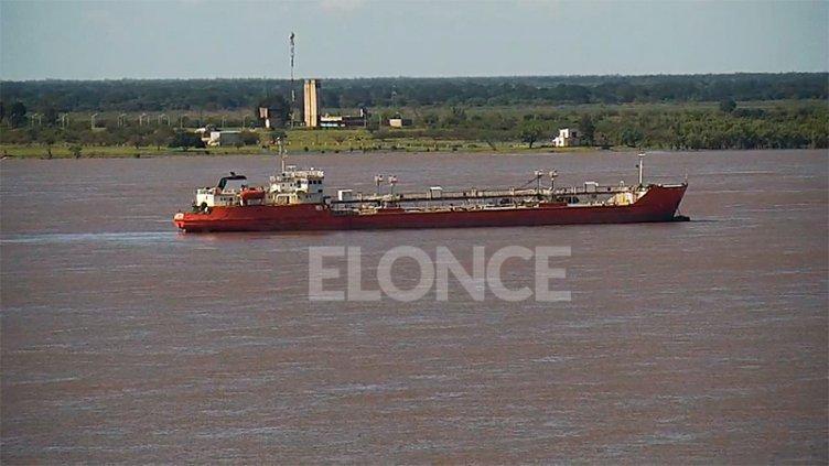 Frenaron buque paraguayo frente a Paraná: Las exigencias para continuar su viaje