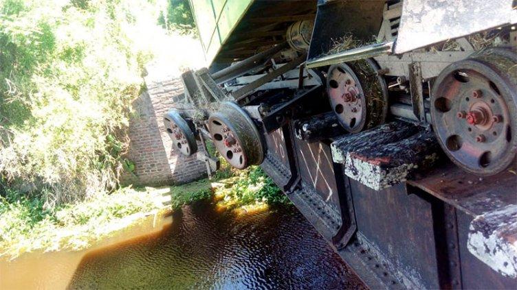 Pudo ser más grave: descarriló un tren que llevaba una delegación escolar
