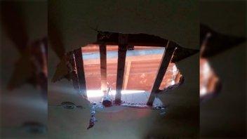 Boqueteros agujerearon el techo de un comercio con intenciones de robo