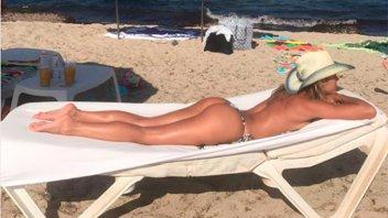 En topless, defendió a las mujeres que muestran su cuerpo tras ser madres