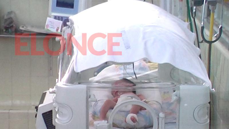 Bebé abandonado en Hernández: La mamá ya lo alimenta por sonda