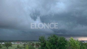 Rige un aviso por tormentas fuertes con lluvias intensas para el sur entrerriano