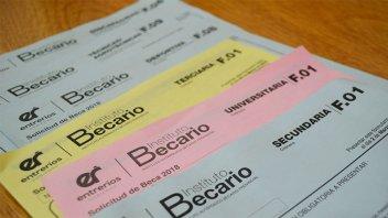 Continúa la recorrida de distribución de formularios en Paraná