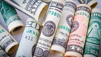 El dólar cayó 54 centavos y perforó los $ 44
