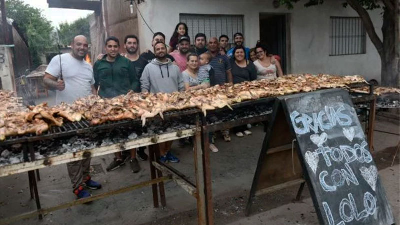 """Vecinos de la familia realizaron """"una pollada"""" para ayudarlos"""