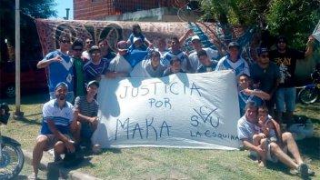 Con una bandera, hinchas de Sportivo Urquiza pidieron justicia por Maka Taborda