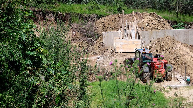 Preocupación de vecinos por los socavamientos en una colina de Victoria
