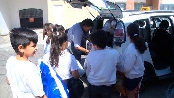 Escuelas entregaron donaciones de leche y pañales para Once por Todos