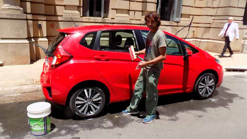 David Bordón podrá seguir lavando autos en Concordia