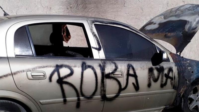 """Incendiaron un auto y le escribieron """"roba maridos"""": Qué dice el dueño"""