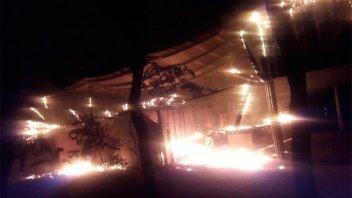 Voraz incendio afectó un galpón de conocido complejo turístico en Gualeguaychú