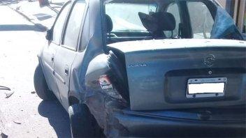 Video: Dejó su auto estacionado y apareció destrozado