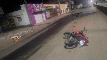 Motociclista alcoholizado chocó el vallado que señaliza un pozo sobre la avenida
