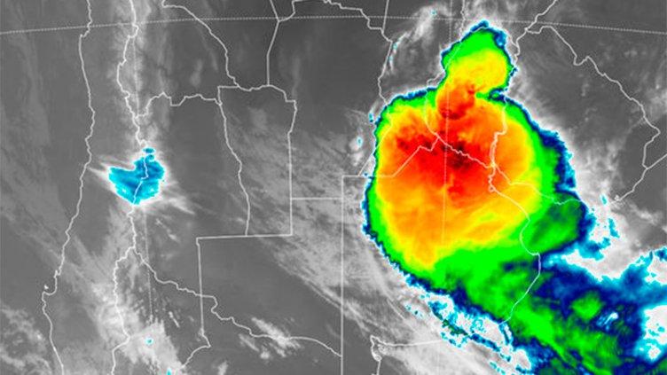 El temporal avanza hacia Entre Ríos y rigen alertas por granizo