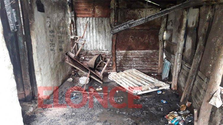 Una vivienda fue consumida por un incendio intencional: Piden asistencia