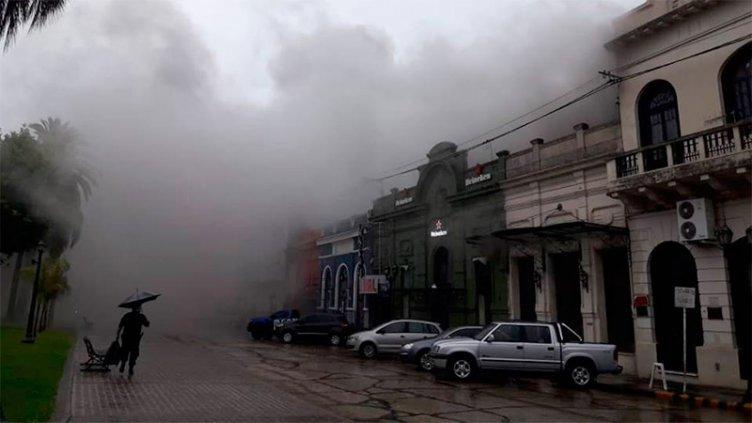 Un rayo provocó incendio en la Sociedad Española de Villaguay: Fotos y videos