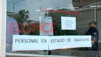 Trabajadores de Tesorería General de la comuna realizan retención de servicios