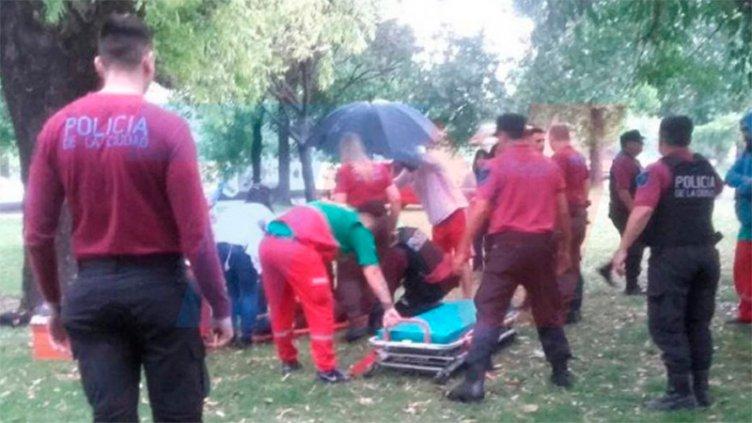 Una mujer murió y un hombre está grave, tras ser alcanzados por un rayo