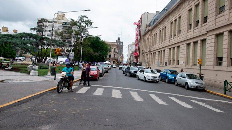 Habilitarán zonas de estacionamiento en el centro por las Fiestas: El detalle