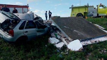 Joven murió al chocar su auto contra una garita: Impresionantes imágenes