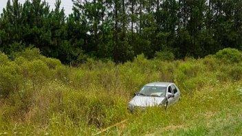 Automóvil en el que viajaba una familia despistó en la autovía