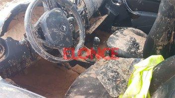 Fotos: Así quedó la camioneta tras ser retirada del pozo en el que había caído