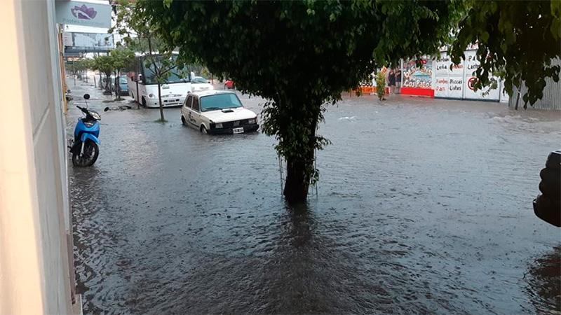 Calles Del Valle y Maipú.-