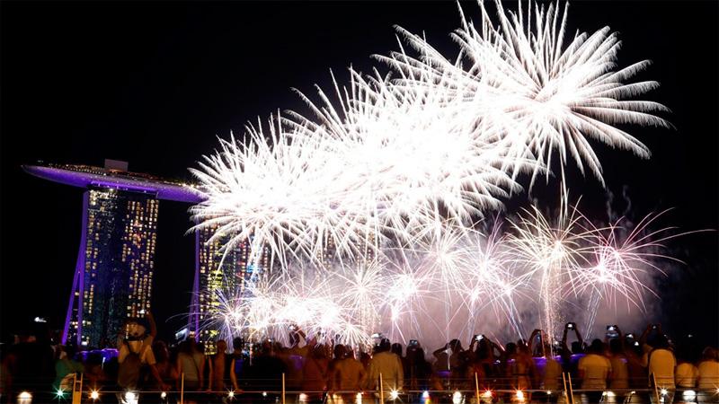 Fuegos artificiales sobre el cielo de Singapur