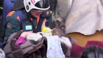 Milagro en Año Nuevo: Una beba sobrevivió a -20° grados bajo escombros