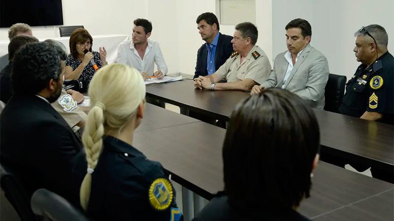 El gobierno nacional ayudará a policías absueltos por muertes de ladrones