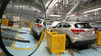 La producción automotriz cayó 33,9% en abril