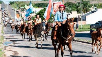 Más de 80 agrupaciones tradicionalistas desfilaron por las calles de Diamante