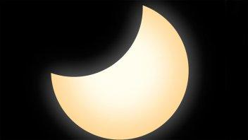Se produjo el primer eclipse parcial de sol: Video