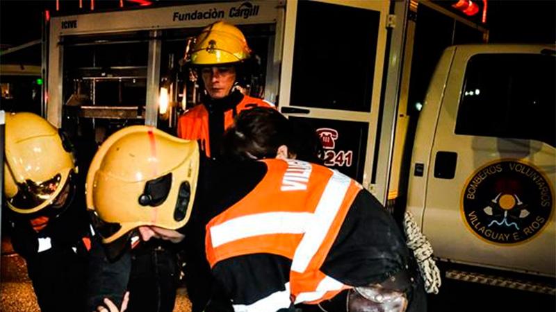 Bomberos salvaron la vida de una adolescente
