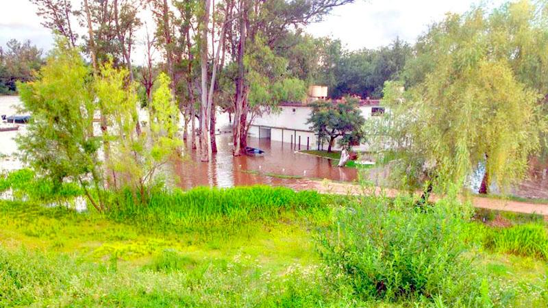 El balneario Itapé se encuentra bajo agua