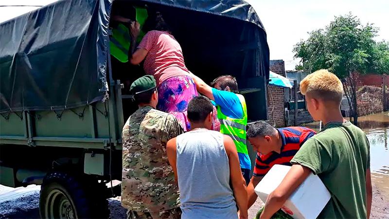 Envían asistencia a los damnificados por las inundaciones