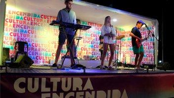 Cultura Encendida: El camión escenario viajero pasó por Villa Paranacito