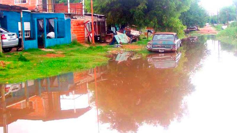 Evacuaron a tres familias por la crecida del río en Concepción del Uruguay