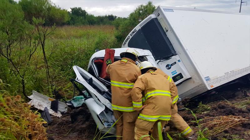 Camionero se habría dormido al volante y volcó sobre la Autovía Artigas