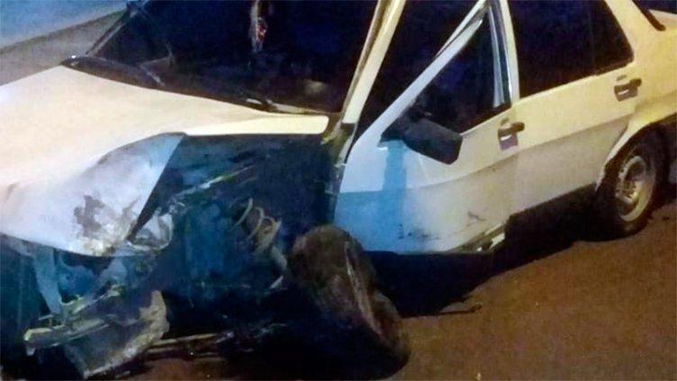 Perdió el control del auto y chocó contra un árbol en la zona céntrica de Paraná