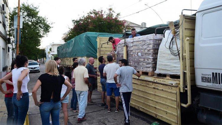 Nación envió camiones con asistencia para evacuados de Concepción del Uruguay