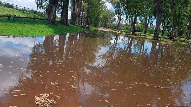Afectado por la creciente del río, cerraron el Parque Unzué en Gualeguaychú