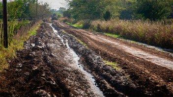 La red provincial de caminos continúa afectada por las lluvias y crecientes