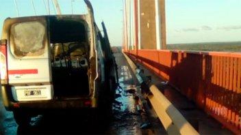 Se incendió un vehículo en el puente Zárate-Brazo Largo