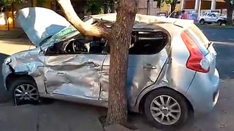 Tres heridas fue el saldo de un choque entre en un auto y un colectivo urbano