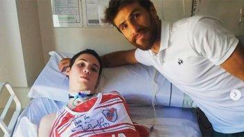 Robaron la camiseta que Ponzio firmó a un chico internado tras accidente